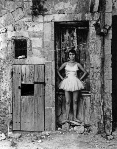 DANSEUSE-LA-PORTE-ARLES-1955-1-c31512-web_